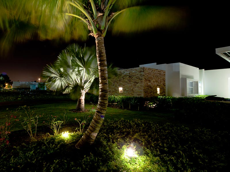 Iluminacion led exterior jardin awesome with iluminacion for Iluminacion en jardines pequenos